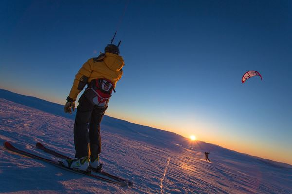 Sunset kiting at Hardangervidda near Dyranut Fjellstova Photo by Konrad Konieczny.